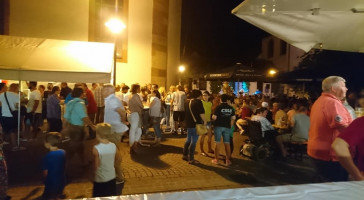 Ein schöner Samstagabend auf dem Sulzbacher Kirchplatz