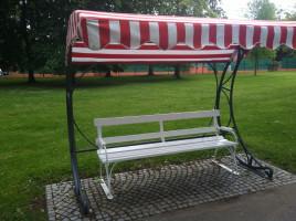 Parkbänke überdacht - so oder ähnlich