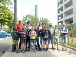 Unsere Besuchergruppe mit Adolf und Andrea