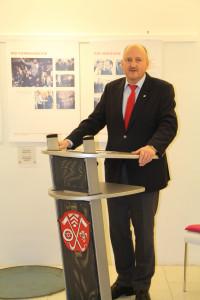 MdB Bernd Rützel eröffnet die Ausstellung in Sulzbach