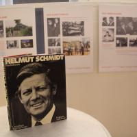 Die Ausstellung über Helmut Schmidt mit dem Boldband von Darchinger im Vordergrund