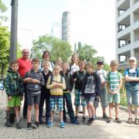 Sulzbacher Ferienspielgruppe in Frankfurt mit den Betreuern Adolf und Andrea