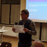 Jörg Frieß stellt den Medikationsplan für die Rettungsdose vor